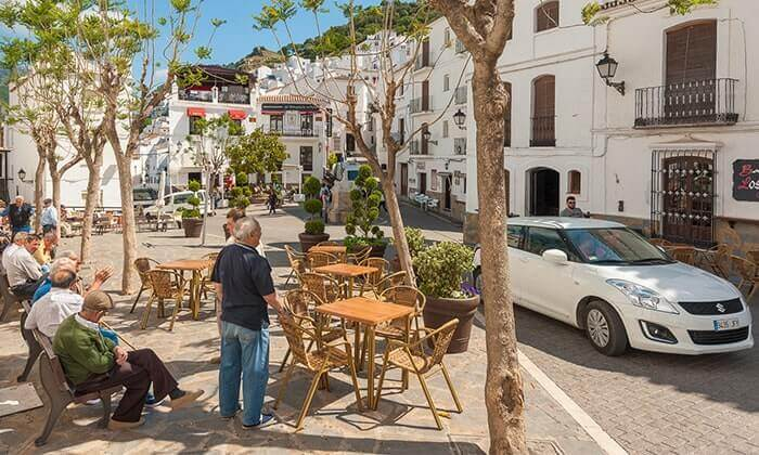 Casares Guide - Relaxing in the heart of the picturesque town centre