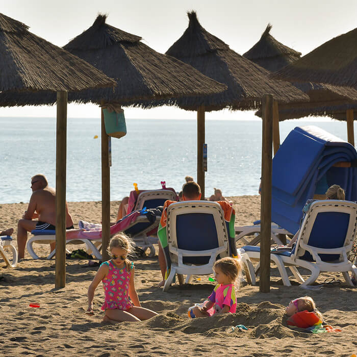 Outdoor Lifestyle - Ideal Mediterranean beach settiing for families